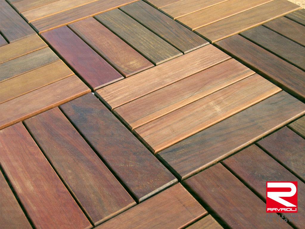 Piastrella in legno ipe quadrotta liscia 30x30x3 in offerta - Pavimento flottante esterno ...