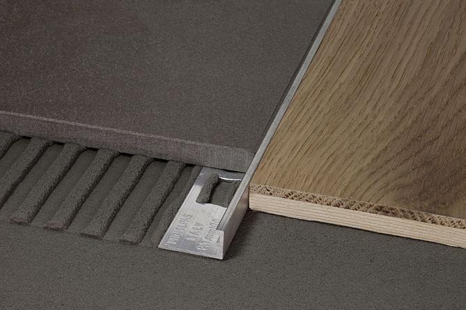 Profilo jolly proangle ottone zn 10 per pavimenti - Angolari jolly per piastrelle ...