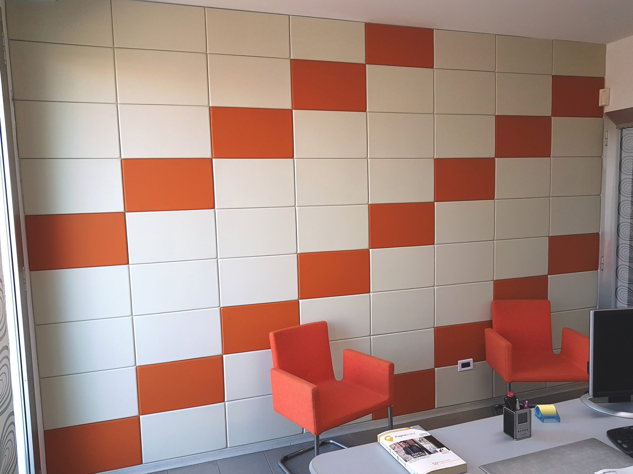Piastrelle adesive ecopelle arancio scuro for Decorazioni adesive piastrelle